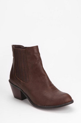 Urban Outfitters Ecote Carolyn Chelsea Ankle Boot