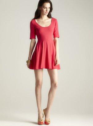 Tresics Scoop Neck Short Sleeve Skater Dress