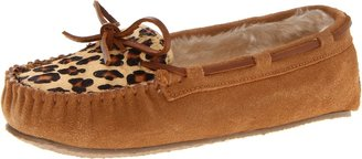 Minnetonka Women's Leopard Cally Low-Top Slippers
