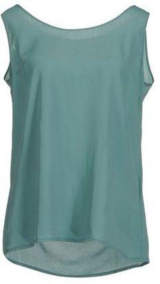 Nina Sleeveless t-shirt
