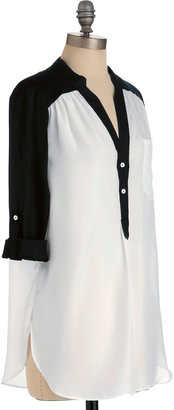 Pam Breeze-ly Tunic in Black and White