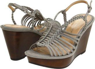 B. Makowsky Willow (Beige Leather) - Footwear