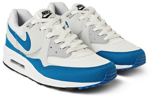 Nike Light Essential Sneakers